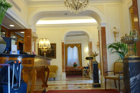 Albergo del Senato: Hotel lobby.