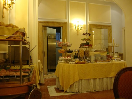 Albergo del Senato: Breakfast bar.