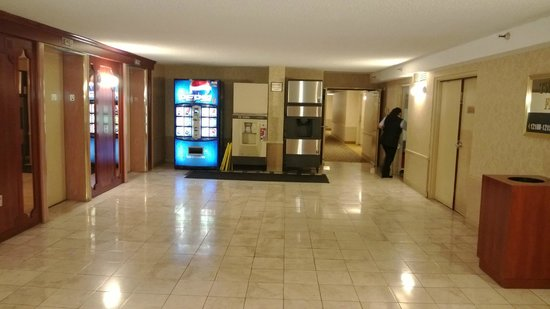The Quad Resort and Casino: Elevator lobby