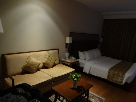 Adelphi Suites Bangkok: The bed
