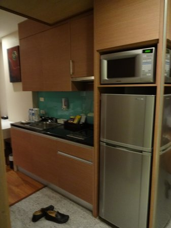 Adelphi Suites Bangkok: The kitchen