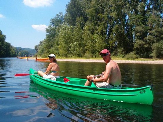 Prayssac, Frankrike: canoeïng on the Lot