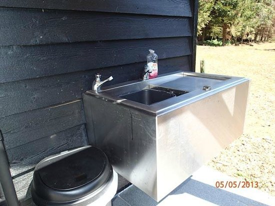 Woodbridge, UK: Outside washup sink