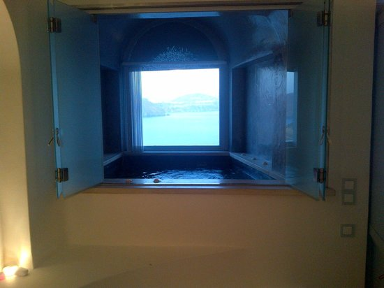 Andronis Luxury Suites: Private Jacuzzi...with a view!