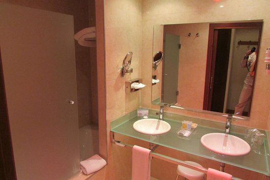 Monte Malaga Hotel: Great bathroom