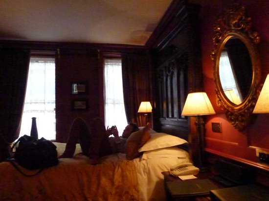 Hazlitt's: Bedroom