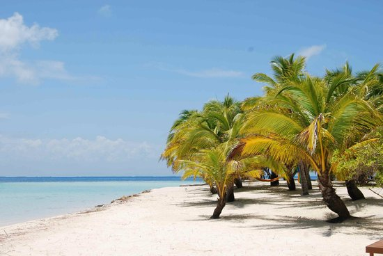 Pelican Beach - South Water Caye: off season weather!