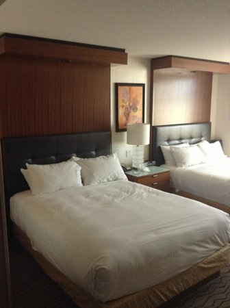 The Mirage Hotel &amp; Casino: Habitacion con cama doble