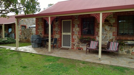Tanunda, Australia: Outside Angus cottage