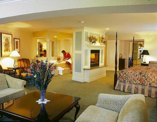 Comfort Inn & Suites: Luxurious Presidential Suite