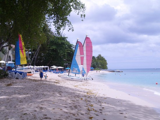 Tamarind by Elegant Hotels: Beach looking south