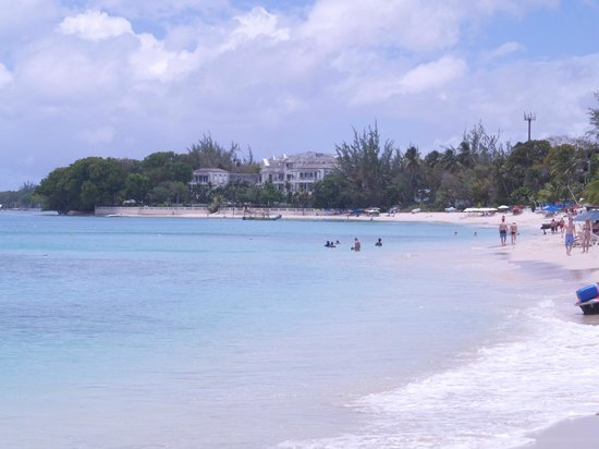 Paynes Bay, Barbados: Beach looking north