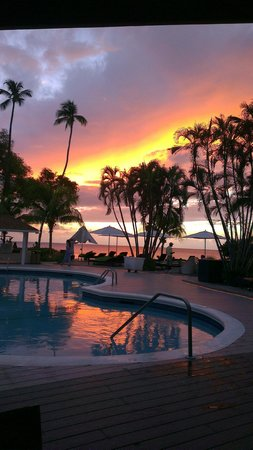 Paynes Bay, Barbados: Sunset from the pool
