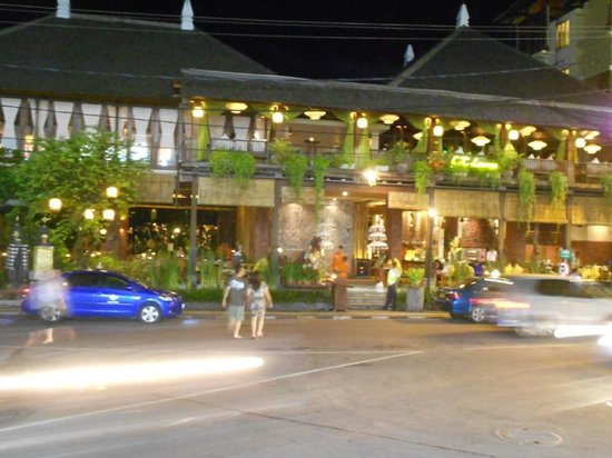Ramayana Resort &amp; Spa: Night time street view of Ramayana