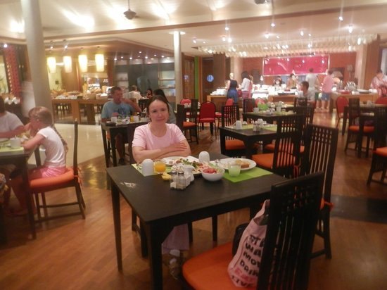 DoubleTree Resort by Hilton, Phuket-Surin Beach: Ресторан отеля