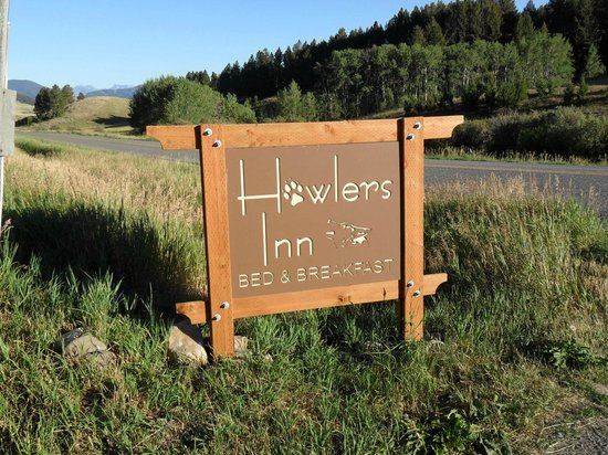 Howlers Inn Bed &amp; Breakfast and Wolf Sanctuary: Howlers Inn!