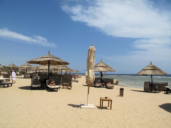 InterContinental The Palace Port Ghalib Resort : La plage avec un service exeptionnel