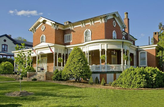 The Carriage House Inn Bed and Breakfast: Exterior