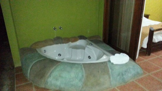 Hotel Mountain Paradise: Jacuzzi privado en las habitaciones