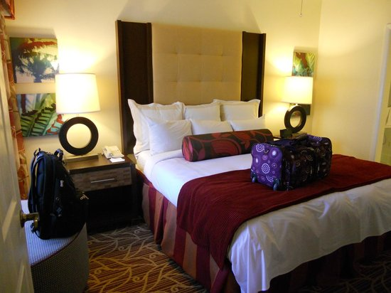 Marriott&#39;s Harbour Lake: King bed