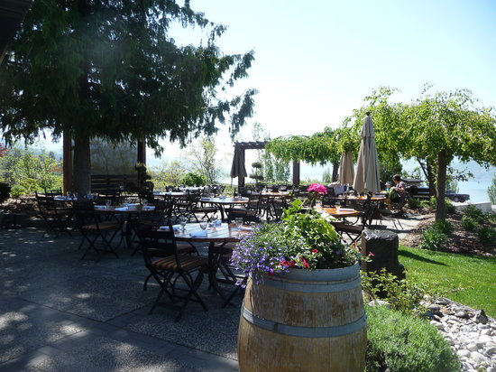 Naramata, Canada: patio area.