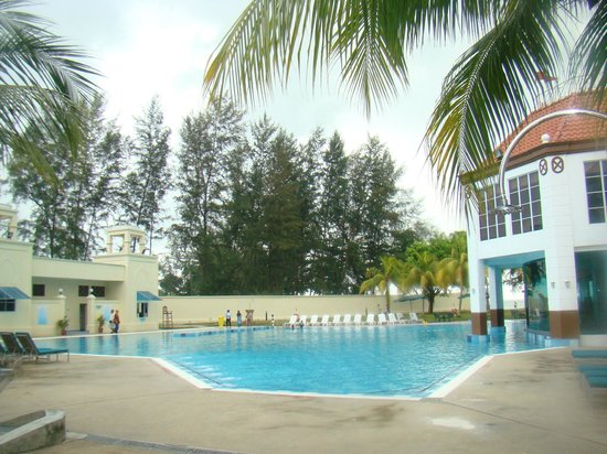 Lotus Desaru Beach Resort: Swimming Pool