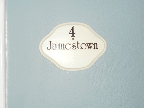 Fife & Drum Inn: Jamestown Room