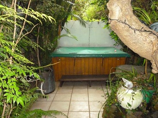 Jambo Guest House: secluded jacuzzi