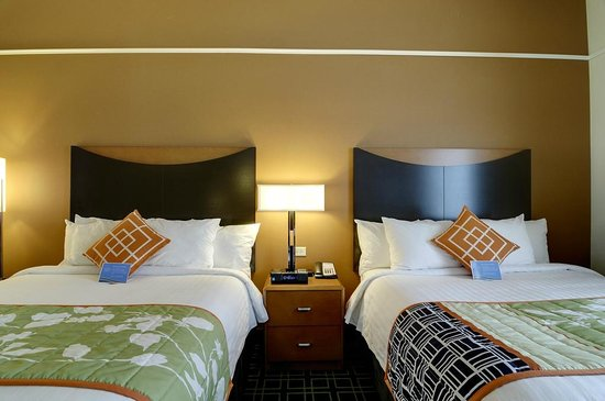 Ottawa, IL: Double Beds