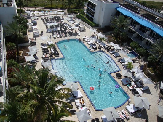Ritz-Carlton South Beach: Pool view from the 9th floor