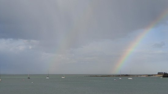 Skerries, Irland: View of rainbow from our room