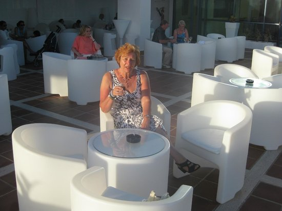 Sandos Papagayo Beach Resort : Chill Out Bar on roof in good weather