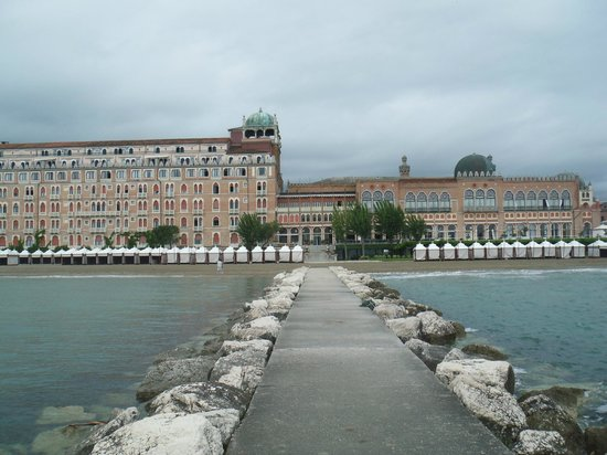 Hotel Excelsior Venice: Hotel from the Sea