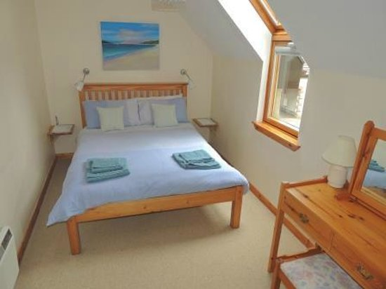 Newtonmore, UK: Clean and bright double bedroom