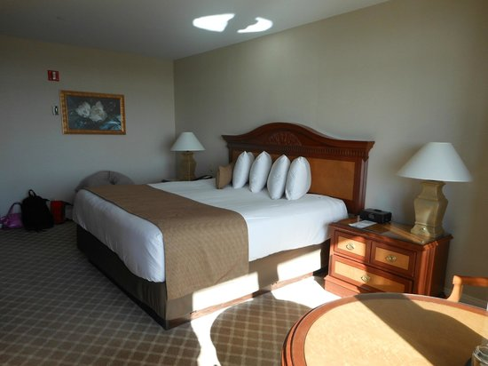 Grand Pequot Tower: Another view of King bed room..We loved our room!
