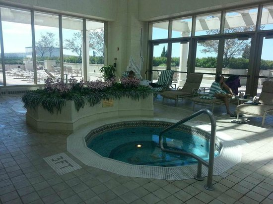 Grand Pequot Tower: There were two hot tubs which was very nice!