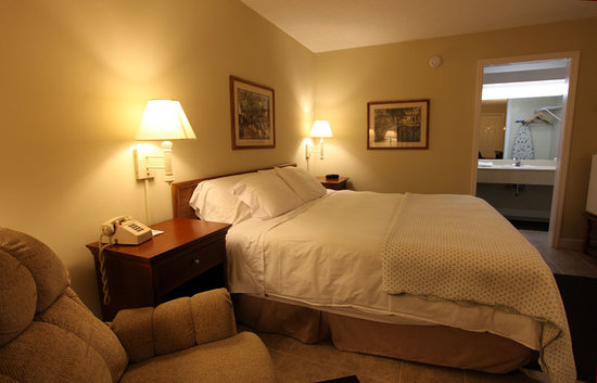 Columbia, TN: King Bed Room