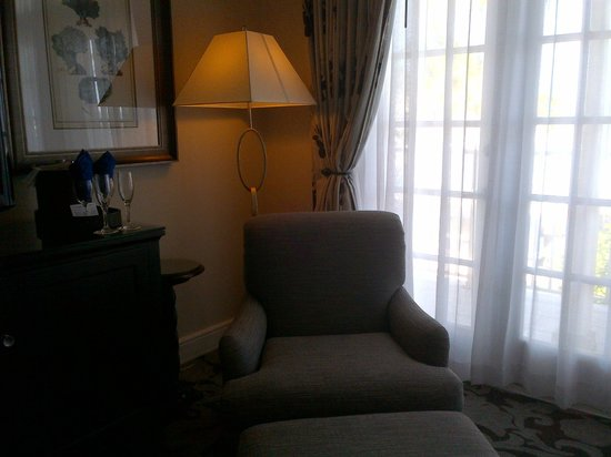La Mer Hotel and Dewey House: Room 419 Lounge chair