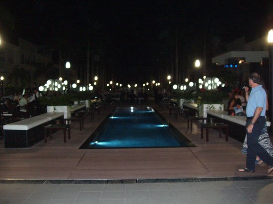 Riu Palace Mexico: The courtyard at night.