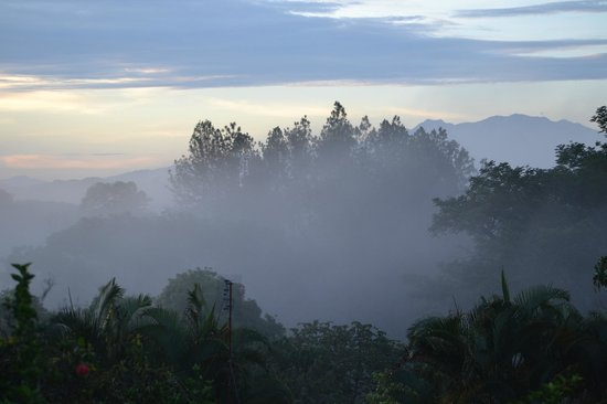 Atenas, Costa Rica: Mist at sunrise