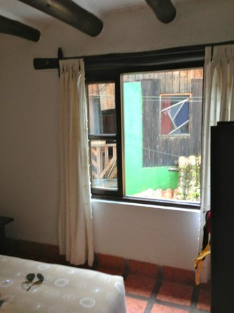 Inti Inn Hotel: Airy room