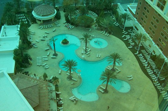 South Point Hotel, Casino and Spa: view of pool from our room