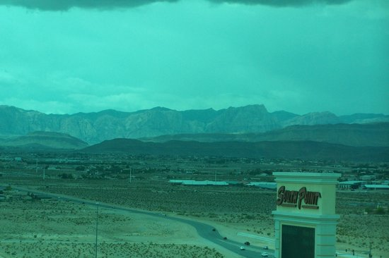 South Point Hotel, Casino and Spa: view of mountains from our room