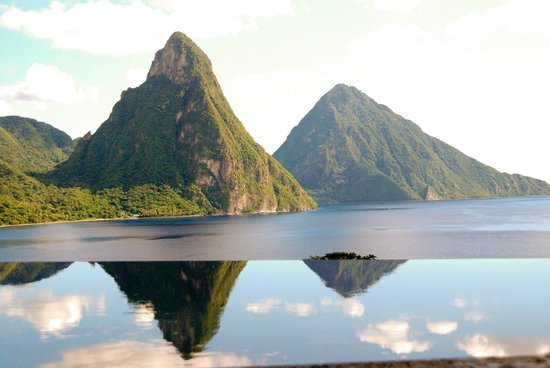 Jade Mountain Resort: View of the pitons from JE2