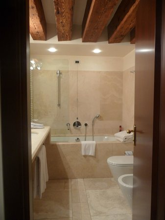 Ruzzini Palace Hotel: En suite bathroom 2