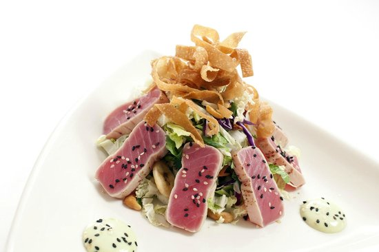 Chanhassen, MN: Seared Ahi Tuna Salad