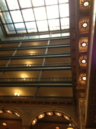 The Brown Palace Hotel and Spa, Autograph Collection: Looking up from lobby to skylight