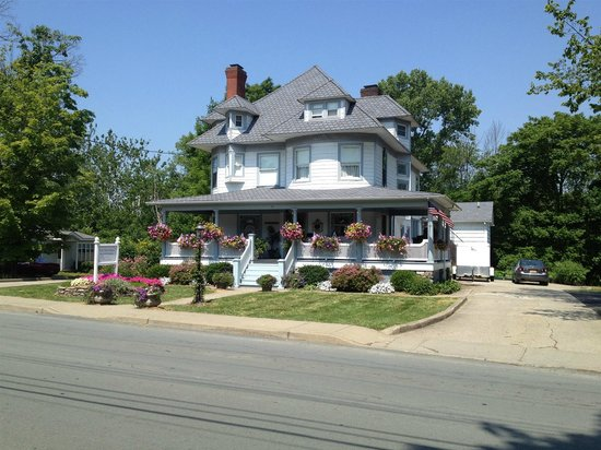 Pine Bush House Bed & Breakfast: Main House