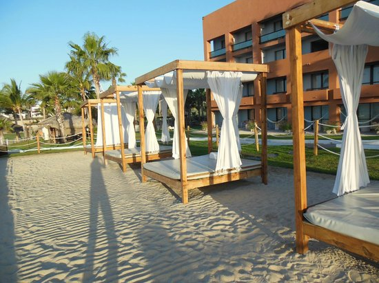 Melia Cabo Real All-Inclusive Beach & Golf Resort: the daybeds