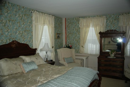 Castleton, VT: Sarah's room is one of our lovely offerings